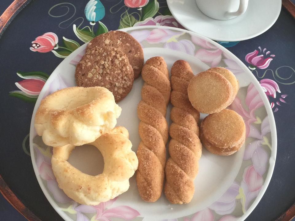 Biscoitos doces e salgados: de queijo, de nata, de barú, tentação de cerveja, roscas, casadinhos e outros